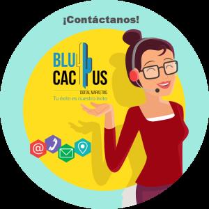 BluCactus - ¿Qué es un Community Manager? - contacto con mujer y un audifono