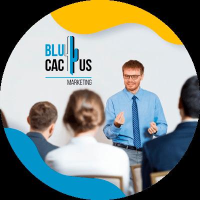 BluCactus - ¿Qué es una identidad corporativa? - personas trabajando juntos