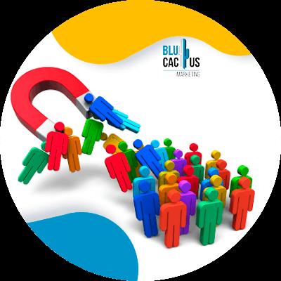 BluCatus - ¿Qué es y qué hace community manager? - personas con un iman