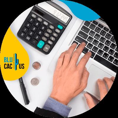 BluCactus - ¿Cuánto cuesta un Logo? - persona trabajando profesionalmente