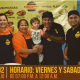 La familia de Tamaulipas Burgers con uniforme para el Branding de Restaurante