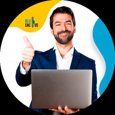 BluCactus -diseño de sitios web exitosos - persona profesional trabajante