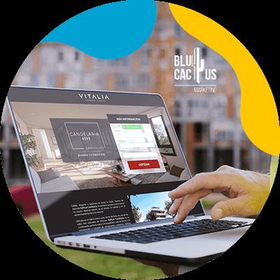 BluCactus - qué es una landing page - persona trabajando en su computadora