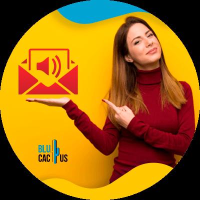 BluCactus - ¿Qué es una Marca? - mujer profesional trabajando