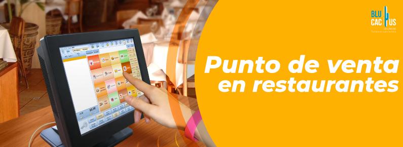 BluCactus - Mesera viendo los beneficios del software de punto de venta para restaurantes