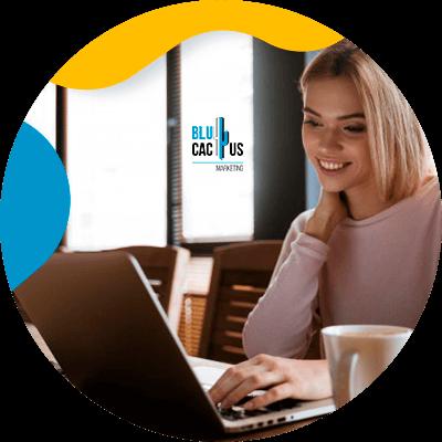 BluCactus - persona trabajando profesionalmente