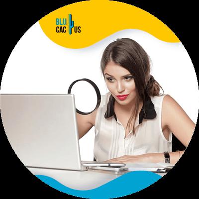 BluCactus -persona profesional trabajando