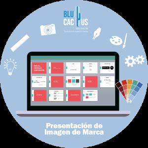 BluCactus - computadora con papeleria color rojo encima