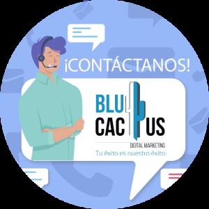 BluCactus - tendencias del diseño gráfico en 2020 - contacto con un hombre sonriendo y teléfonos de fondo color morado muy claro