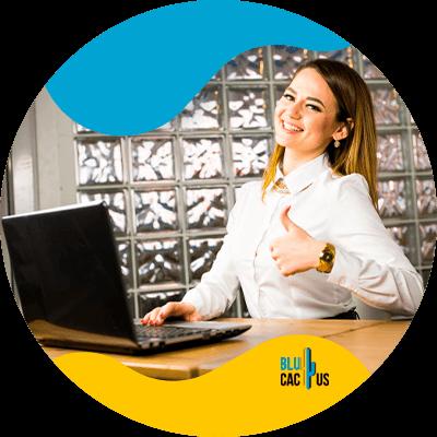 BluCactus - Cuánto cuesta una campaña de Google Adwords - mujer sonriendo