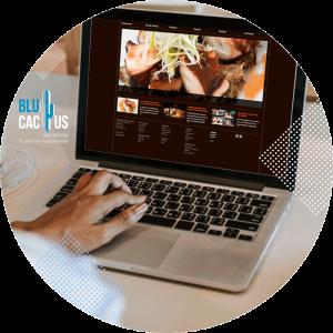 BluCactus - computadora con pagina web abierta