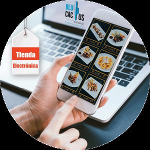 BluCactus - Marketing para restaurantes - celular con una aplicacion de comida abierta
