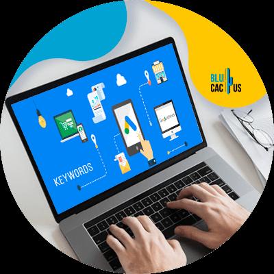 BluCactus - Cuánto cuesta una campaña de Google Adwords - computadora con información importante