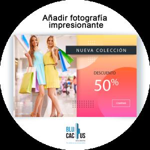BluCactus - revista con un 50% de descuento y dos modelos con bolsas de compras