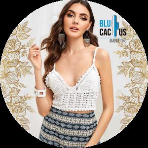 BluCactus - Tendencias de Moda para el 2020 - bralette color blanco con falda de patrones