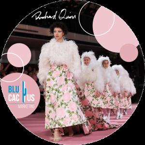 BluCactus - Tendencias de Moda para el 2020 - plumas y modelo con vestido color rosa