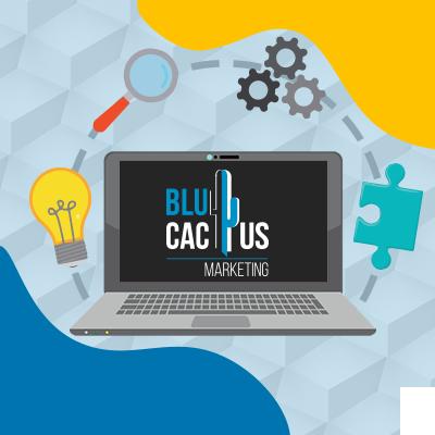 BluCactus - ¿Qué es una Empresa de Desarrollo de Software? - una computadora con un logo de agencia de mercadotecnia
