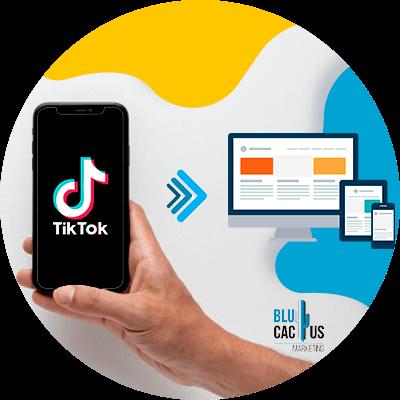BluCactus - ¿Cómo usar TikTok para Aumentar tus Ventas? - persona usando tik tok