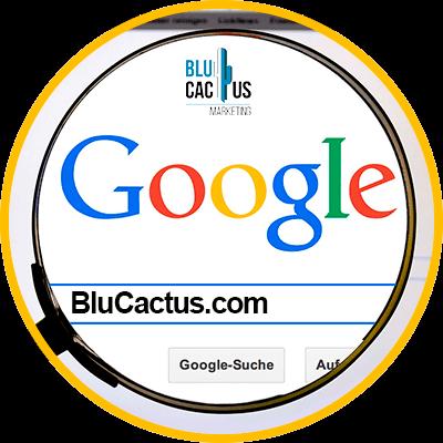 Blucactus - ¿Cómo elegir mi dominio web? - computadora con el logo de gogle