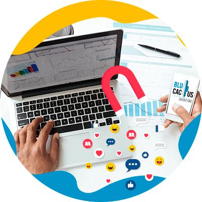 BluCactus - Plan de Marketing - imagen con una computadora colocada con la pantalla abierta