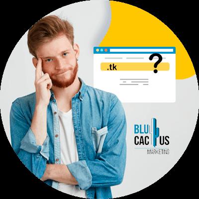Blucactus - computadora con un hombre pensando de fondo