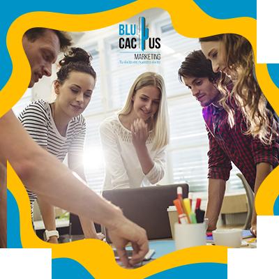 BluCactus - La Historia del SEO - personas profesionales conversando