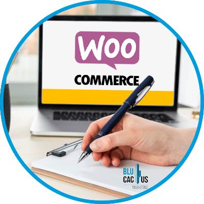 BluCactus - WooCommerce o Shopify - persona escribiendo sobre el comercio elelctronico