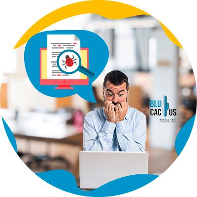 BluCactus - ¿Qué es el Black Hat SEO? - hombre preocupado viendo su computadora