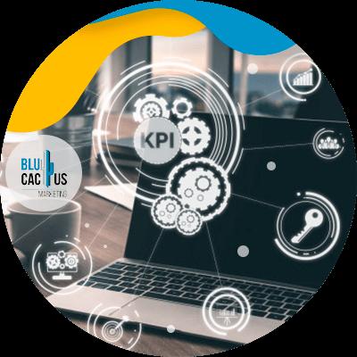 BluCactus -KPIs en las redes sociales - computadora con herrmaientas