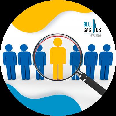 BluCactus - personas con una lupa