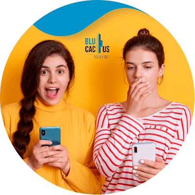 BluCactus - ¿Qué es el Contenido Generado por el Usuario? - mujeres sorprendidas