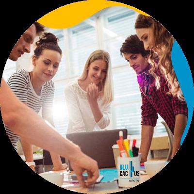 BluCactus - razones para contratar una agencia de Marketing Digital - equipo de personas trabajando unidos
