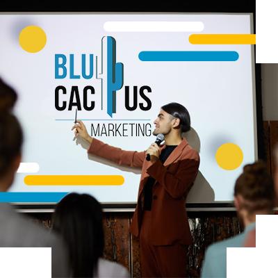 BluCactus - personas profesionales reunidas en una platica