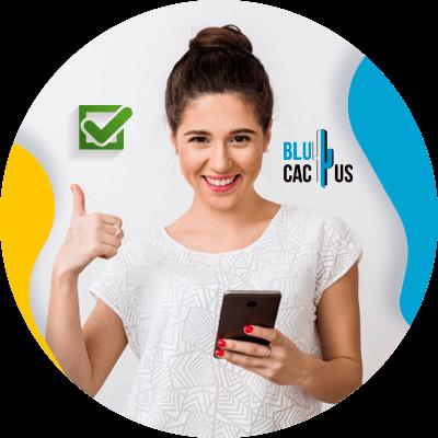 BluCactus - ASO VS SEO - persona trabajando profesionalemente