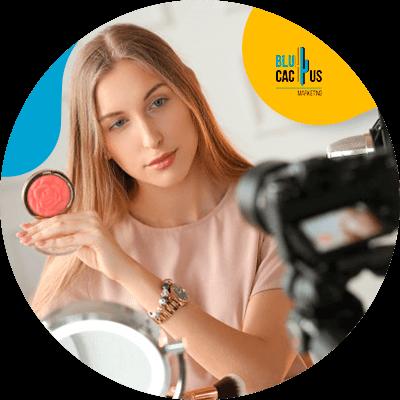 BluCactus - mujer utilizando una camara de video