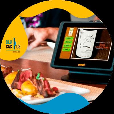 BluCactus - ¿Cuánto cuesta un Menú Digital para Restaurantes? - ipad con informacion con un plato de comida listo