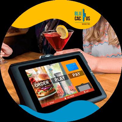 BluCactus - ¿Cuánto cuesta un Menú Digital para Restaurantes? - ipad con informacion