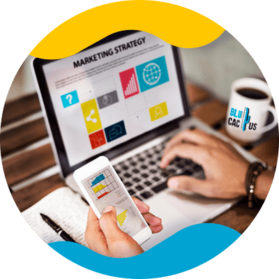 BluCactus - Qué es el marketing de contenidos - persona usando una computadora