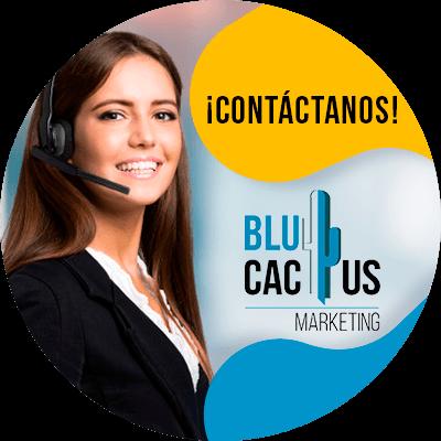 BluCactus - Diferencias entre una landing page y un sitio web - persona trabajando profesionalmete