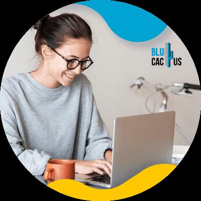 BluCactus - Marketing de afiliación - persona trabajando profesionalmente