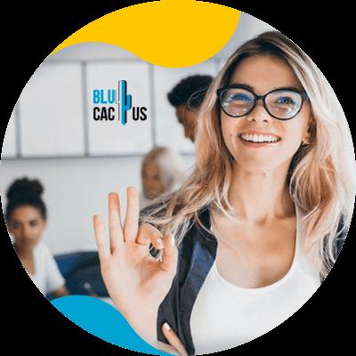BluCactus - Marketing para el sector automotriz - persona trabajnaod juntos