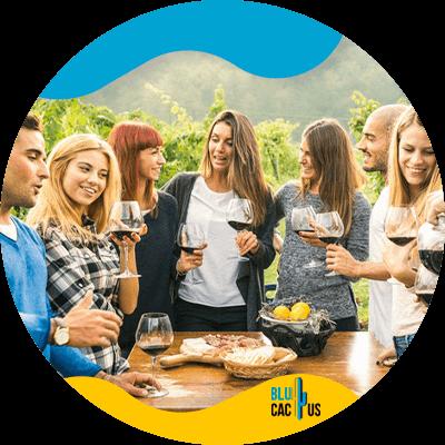 BluCactus - Marketing en el sector vinícola - personas con una botella de vino