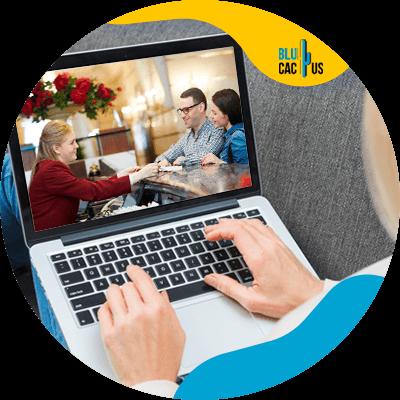 BluCactus - Lista de estrategias en el marketing hotelero - computadora con informacion importante