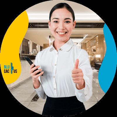 BluCactus - Lista de estrategias en el marketing hotelero - persona profesional trabajando