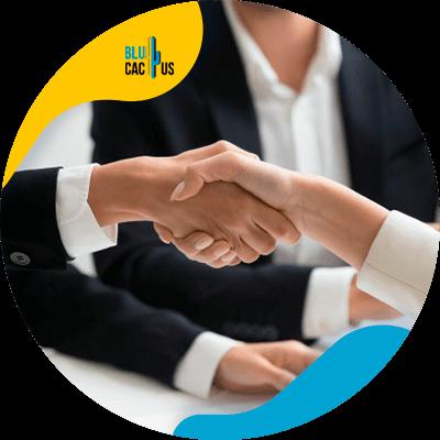 BluCactus -¿Cómo promover su negocio de Life Coaching? - persona profesional trabajando
