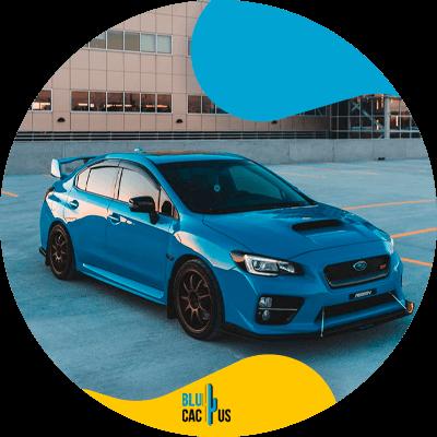 BluCactus -¿Cómo crear una publicidad de una aseguradora de autos efectiva? - Auto de lujo