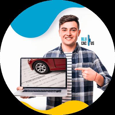 BluCactus -¿Cómo crear una publicidad de una aseguradora de autos efectiva? - persona profesional trabajando