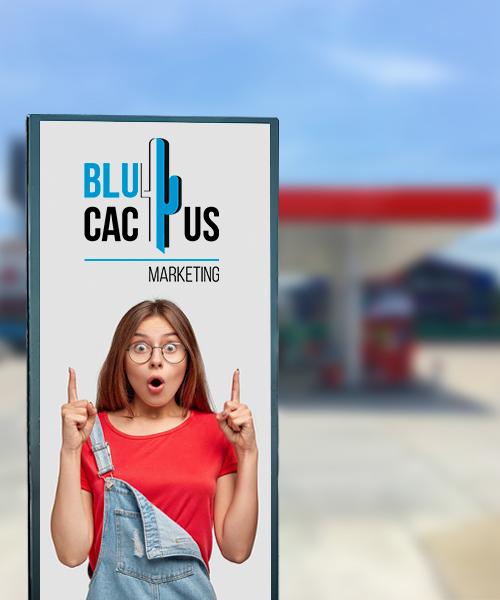 Blucactus - Que es un totem publicitario