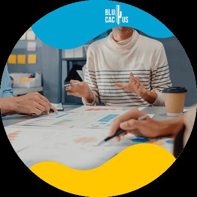 BluCactus - Mujer profesional trabajando